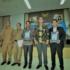 Bupati Aceh Besar Mukhlis Basyah SSos foto bersama Kepala BPK Aceh, Isman Rudy, Ketua DPRK Aceh Besar Sulaiman SE, Sekdakab Aceh Besar Drs Iskandar MSi, dan Inspektur Aceh Besar Drs Marhaban di Aula BPK Aceh, Senin (29/5/2017)