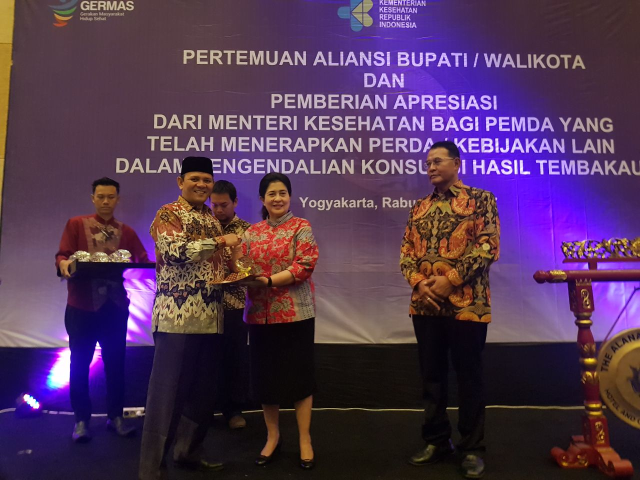 Pemkab Aceh Besar Terima Penghargaan Kawasan Tanpa Rokok dari Menkes RI
