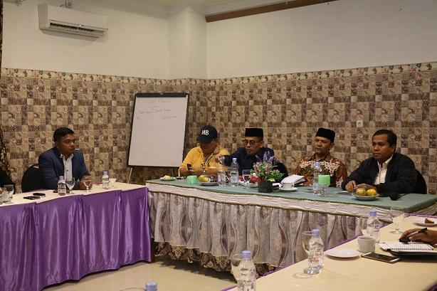 Pengurus KONI Aceh Besar melakukan audiensi dengan Bupati Ir Mawardi Ali di Hotel Hijrah Lambaro, Senin (31/7/2017) malam.